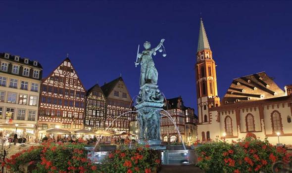 Night-view-Romerberg-Germany-Frankfurt-am-Main